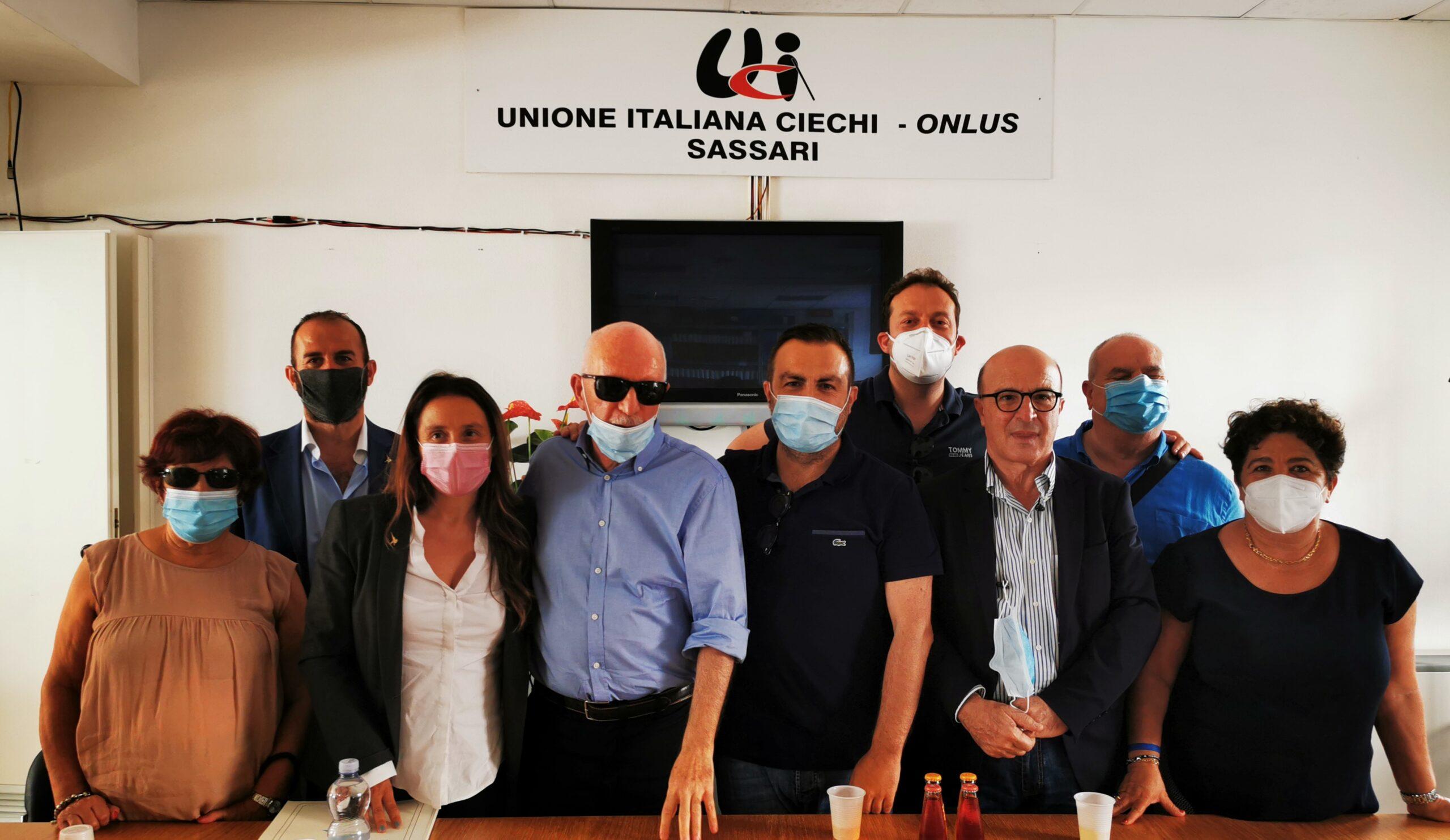Unione ciechi Sassari, donato alla Lega il primo statuto politico stampato in Braille