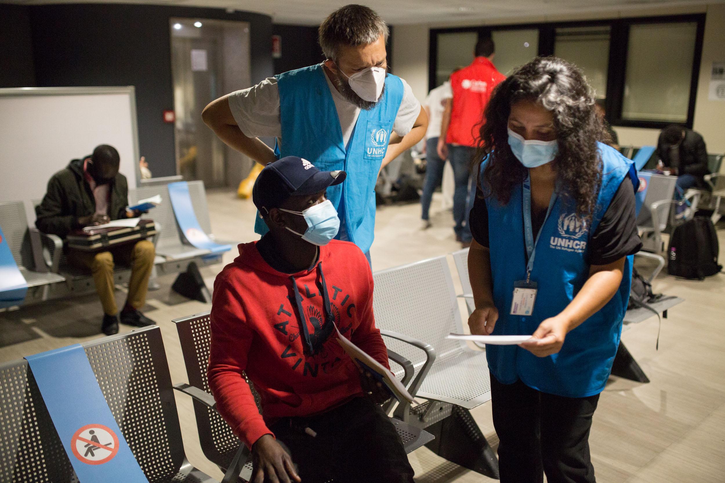 Arrivati in Italia i 20 rifugiati vincitori di borse di studio dei corridoi universitari, 3 all'Università di Sassari