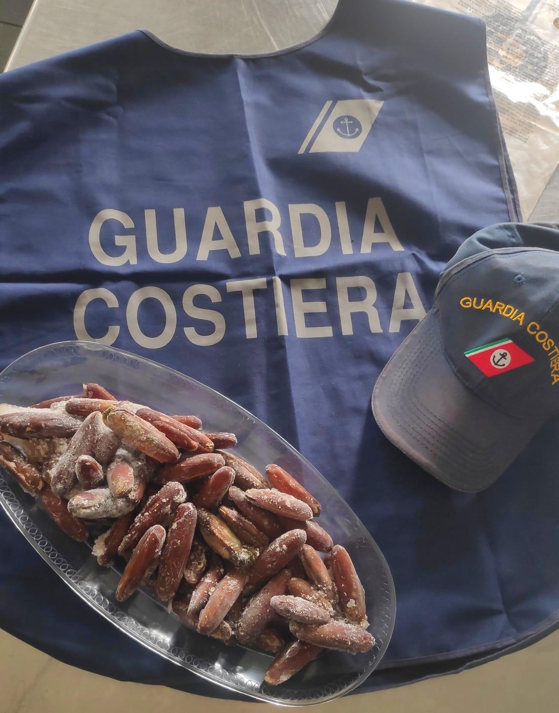 La Guardia Costiera di Porto Torres sequestra circa 1 kg di datteri di mare. Denunciato un ristoratore di Sassari.